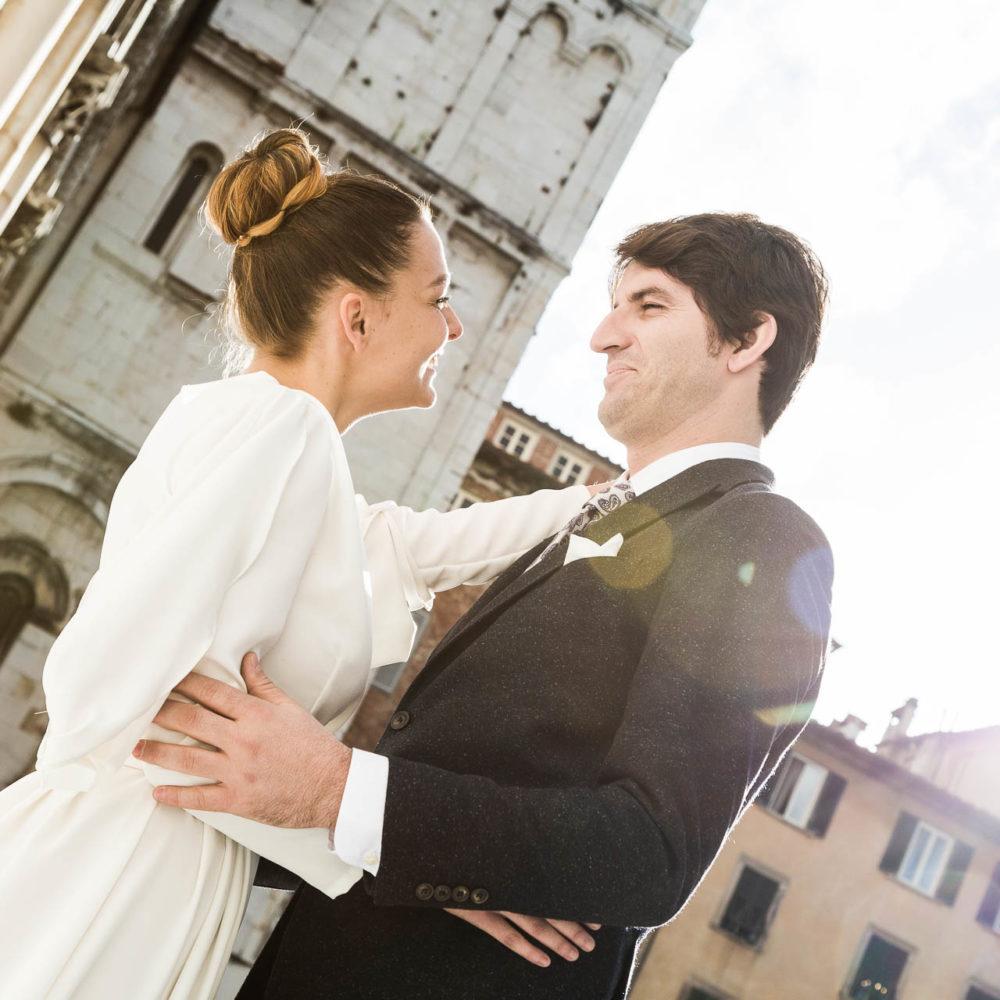 valentina esposito fotoreporter matrimoni sposi che si guardano in modo romantico