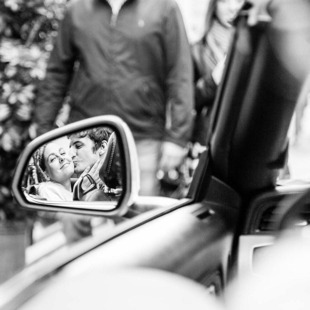 valentina esposito fotoreporter matrimoni sposi riflessi nello specchietto dell'auto