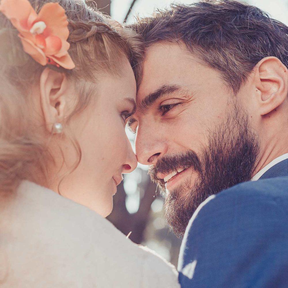 valentina esposito fotoreporter matrimoni autunno dettaglio visi sposi che si guardano
