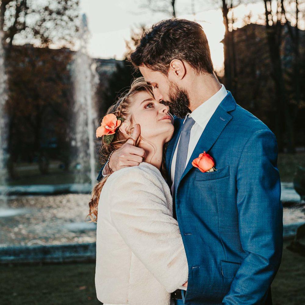 valentina esposito fotoreporter matrimoni autunno sposi che si guardano teneramente