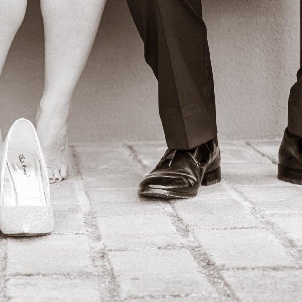 valentina esposito fotoreporter matrimoni dettaglio piedi sposi