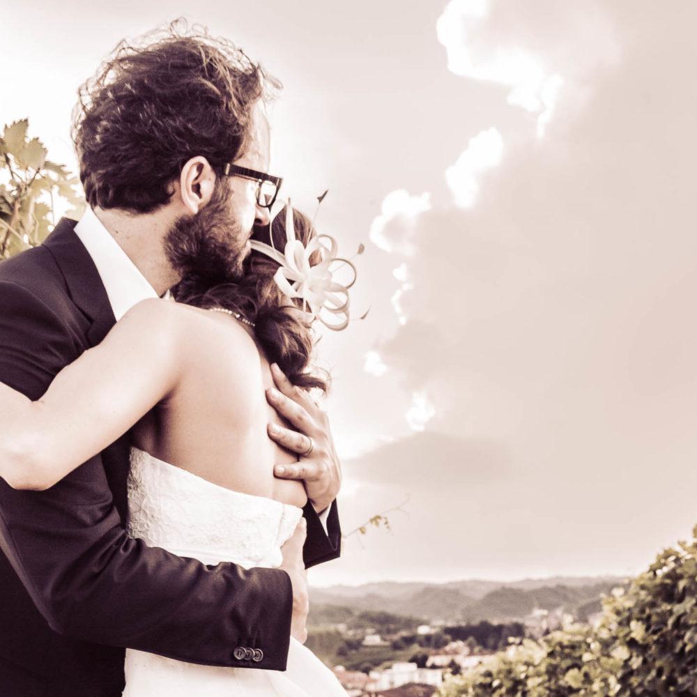 valentina esposito fotoreporter matrimoni sposi in tenero abbraccio