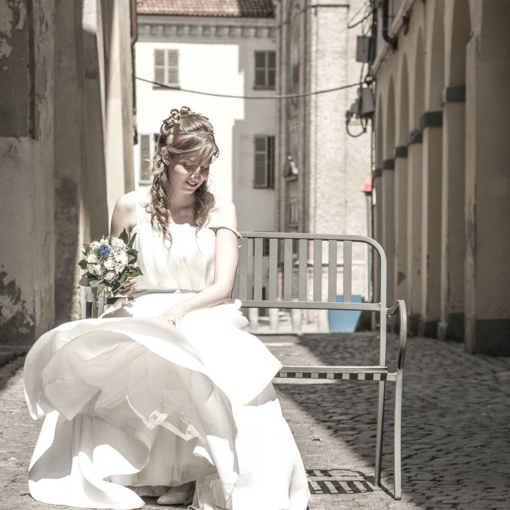 valentina esposito fotoreporter matrimoni sposa seduta su panchina aspetta il suo lui