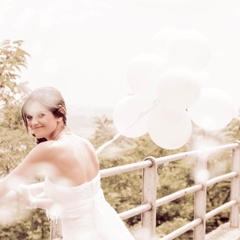valentina esposito fotoreporter matrimoni sposa con palloncini