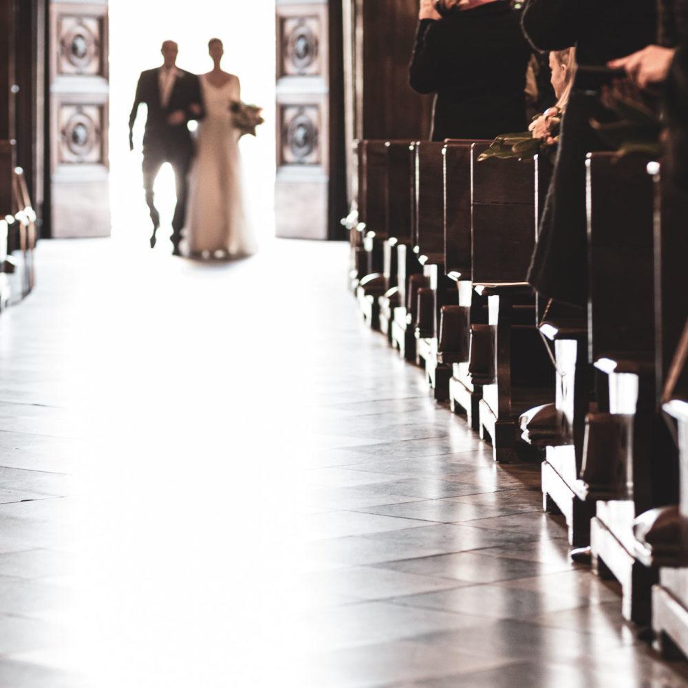 valentina esposito fotoreporter matrimonio autunno ingresso sposa con padre in chiesa